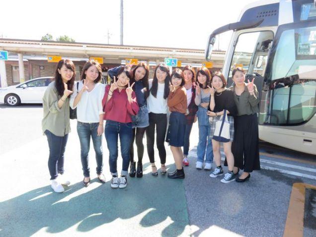 バスに乗っていざ出発!お天気にも恵まれました。